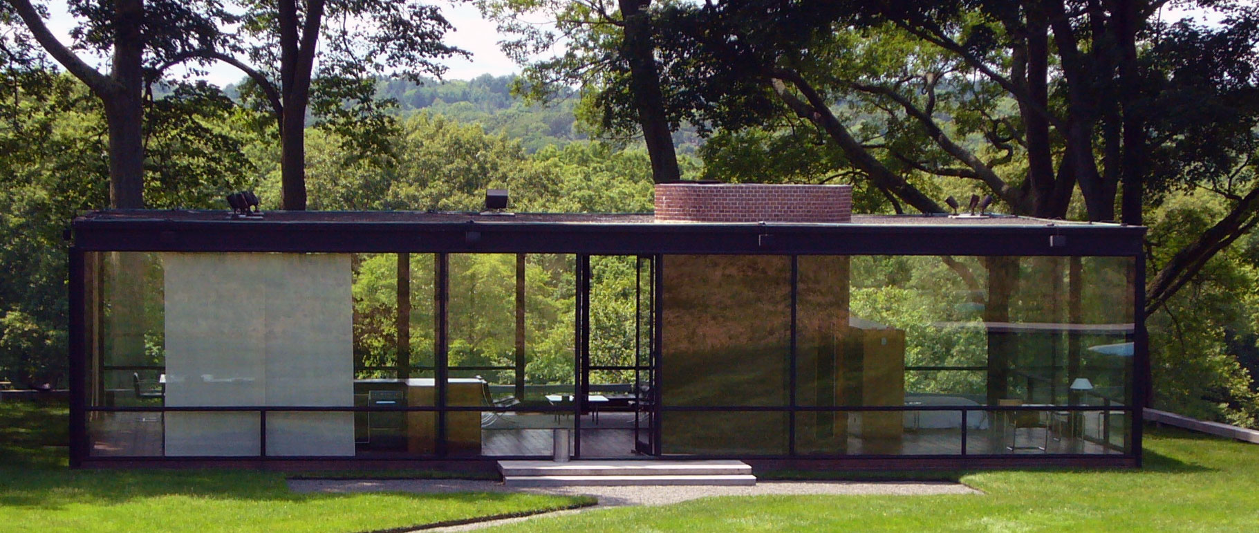 The Glass House by Philip Johnson. Photograph by Staib, courtesy of Wikimedia Commons