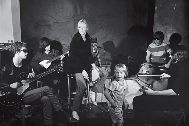 Reed, Morrison, Nico, Boulogne, Tucker, Cale, in the Factory, being filmed by Warhol, The Velvet Underground and Nico (1966), for Exploding Plastic Inevitable performances. Factory Andy Warhol Stephen Shore