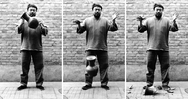 Ai Weiwei, Dropping a Han Dynasty Urn (1995)