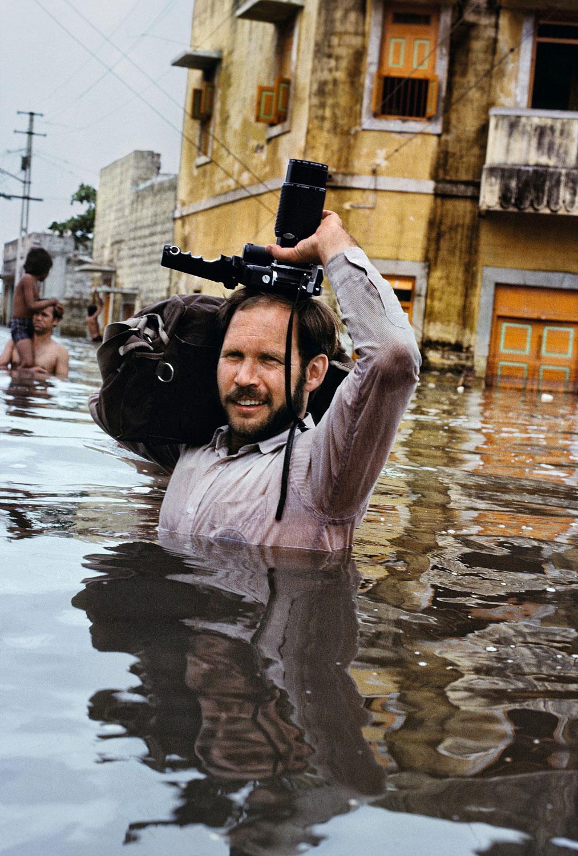Steve McCurry in Monsoon floods, India, 1983